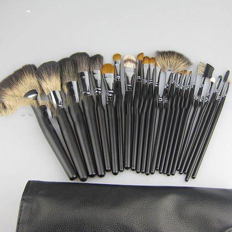 Professional Makeup Brushes on Makeup Brush Chinchilla Hair   Raccoon Hair Black Wood Handle
